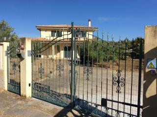 Appartamento in villa portopino - Porto Pino vacation rentals