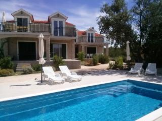 Apartment with swimming pool (8 pers.) - Sibenik vacation rentals