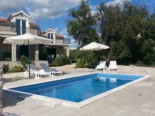 Apartment with swimming pool (2+1) - Sibenik vacation rentals
