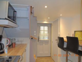 Bright 1 bedroom House in Caen with Internet Access - Caen vacation rentals