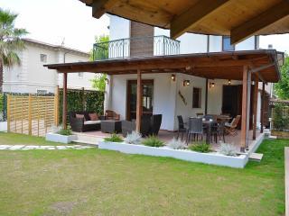 Villa Forte dei Marmi near the beach with Jacuzzi - Forte Dei Marmi vacation rentals