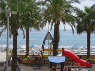 Splendido bilocale fronte mare zona centrale Loano - Loano vacation rentals