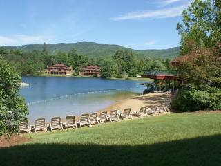Lakeside walkout to beach Deer Park Woodstock NH - North Woodstock vacation rentals