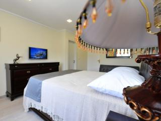 Queen Mary room 405 - Split vacation rentals
