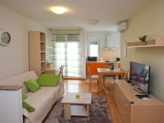 Apartment Sunny Day - Split vacation rentals
