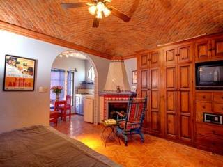 Actors' Studios: Anthony Quinn studio DOWNTOWN - San Miguel de Allende vacation rentals