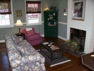 Grapevine Guest House - Downtown Locale - Hermann vacation rentals