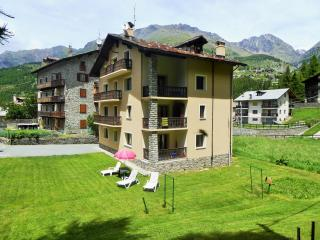 Bright 3 bedroom Cogne Townhouse with Television - Cogne vacation rentals