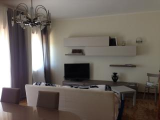 Nice place close to the Station and City Center! - Cassino vacation rentals