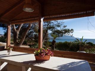 La casa con le verande sul mare a Cornino - Cornino vacation rentals