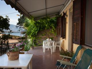 La casa con la veranda sul mare - Custonaci vacation rentals