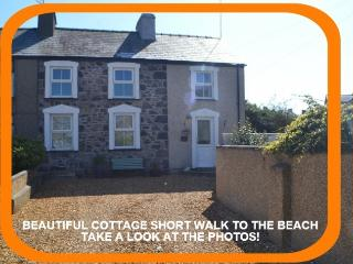 Sheep Cottage - Luxury 5-Star Cottage at Nefyn - Nefyn vacation rentals
