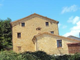 Countryhouse in the center of Italy - Gualdo vacation rentals
