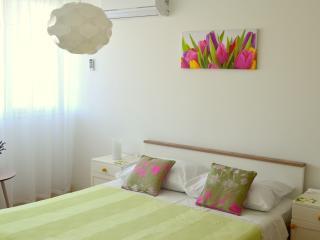 Apartment Table - Split vacation rentals