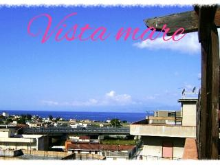 SUN & SEA IN REGGIO CALABRIA WONDERFUL ROOMS - Reggio di Calabria vacation rentals