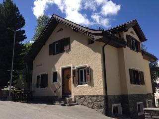 Pontresina: Chesa Grusaida - mit Garten/garden - Pontresina vacation rentals