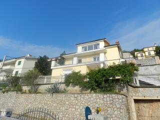 Nice 2 bedroom Lovran Apartment with Internet Access - Lovran vacation rentals