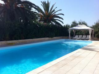 VILLA CON PISCINA PRIVATA IN PUGLIA - Barletta vacation rentals