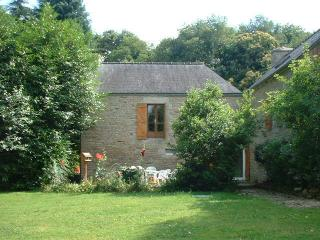 Lovely 3 bedroom Josselin Cottage with Satellite Or Cable TV - Josselin vacation rentals