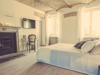 Romantic 1 bedroom Bed and Breakfast in Neive - Neive vacation rentals