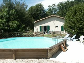 Nice Cottage with Internet Access and Satellite Or Cable TV - Queyrac vacation rentals