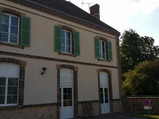 Nice House with Cleaning Service and Television - Thiron-Gardais vacation rentals