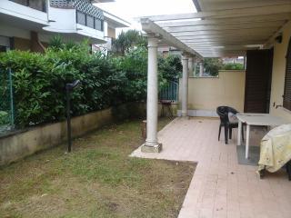 Appartamento Via Puliche  Marina di Massa - Marina Di Massa vacation rentals