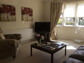 Luxury Ground Fl.2 bed.patio garden near the Sea. - Morecambe vacation rentals