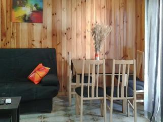 Sleek 3-bedroom apartment in central Santa Pola, Alicante, w/ air con, sea view, balcony and WiFi - Santa Pola vacation rentals