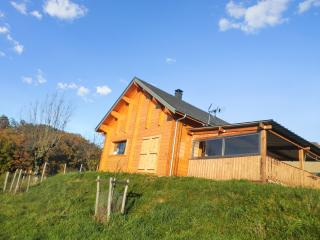 Enchanting chalet near the Lot River, Midi-Pyrénées, with heating, BBQ, terrace and mountain views - Espalion vacation rentals
