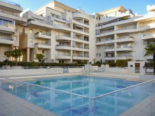 Sunny 1-bedroom apartment in Fréjus with large pool - within 300 metres of beach, shops & bars - frejus vacation rentals