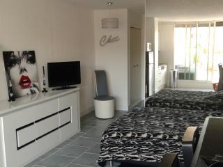 STUDIO NATURISTE DESIGN - Cap-d'Agde vacation rentals