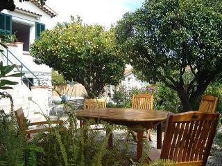 Appartement en villa proche de la mer - Saint-Laurent du Var vacation rentals