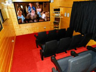 Bigfoot Lodge - 5 bedroom/5 bath with theater - Pigeon Forge vacation rentals