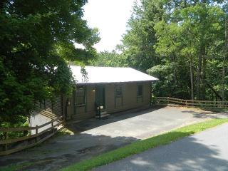 Affordable Gatlinburg Two Bedroom Log Cabin - Gatlinburg vacation rentals