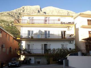 TH00723 Apartments & Rooms / S2 Room - Baska Voda vacation rentals