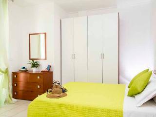 Romantic 1 bedroom Resort in Miramare Di Rimini with Internet Access - Miramare Di Rimini vacation rentals