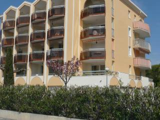Cozy Apartment with Elevator Access and Long Term Rentals Allowed in frejus - frejus vacation rentals