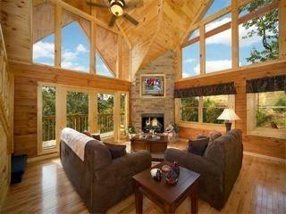 Bear Hug Cabin - Pigeon Forge vacation rentals