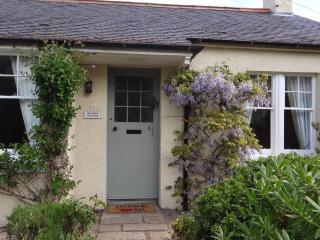 Beautiful Cottage with Internet Access and Cleaning Service - East Linton vacation rentals