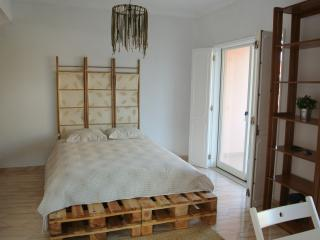 Romantic 1 bedroom Cascais Apartment with Deck - Cascais vacation rentals