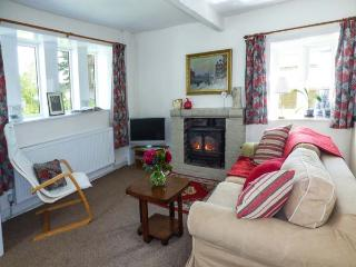 NORTH IVES FARM COTTAGE, country views, patio, close Haworth, Oxenhope Ref 925630 - Oxenhope vacation rentals