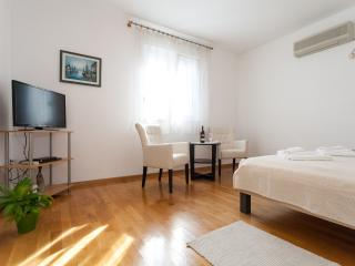 Apartment with balcony near the beach,free parking - Zadar vacation rentals