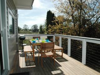 Perfect 3 bedroom Warragul Cottage with Deck - Warragul vacation rentals