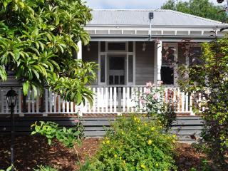 Gorgeous Cottage with Deck and Internet Access - Warragul vacation rentals