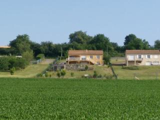 Chambre  25m2  indépendante 12 km du Futuroscope - Naintre vacation rentals