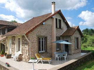 Cozy 2 bedroom Ranchal Gite with Internet Access - Ranchal vacation rentals