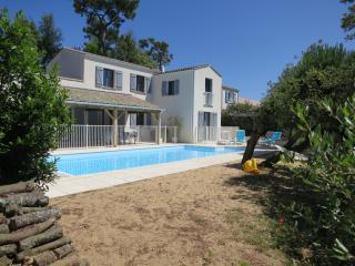 Beach villa with heated pool, la tranche-sur-mer - La Tranche sur Mer vacation rentals