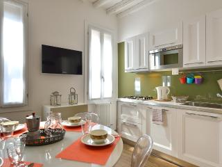Lovely Condo with Internet Access and A/C - Venezia vacation rentals