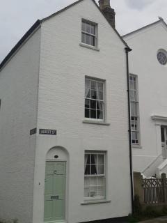 Charming Cottage with Internet Access and Shampoo Provided - Whitstable vacation rentals